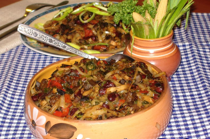 капуста тушёная с фасолью и грибами